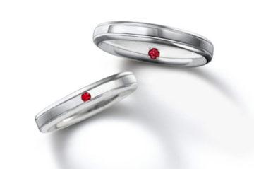 男性の結婚指輪には王様の石を留めての画像